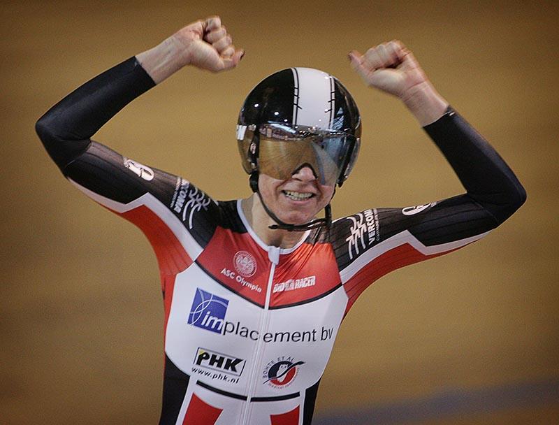 ASC Olympia - Carolien van Herrikhuyzen rijdt nieuw wereldrecord
