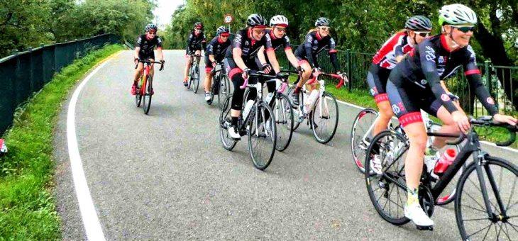 Vrouwenwielrennen in Amsterdam: Fietsbelles Nóg Faster